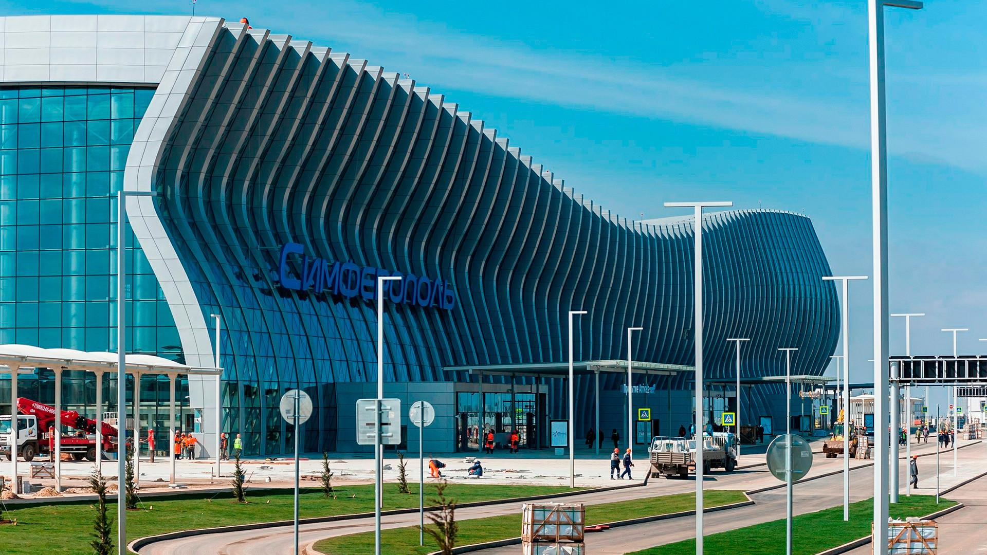 Seit dem 16. April ist nun nach nur 22 Monaten Bauzeit der neue Krim-Flughafen in Simfeopol in Betrieb.