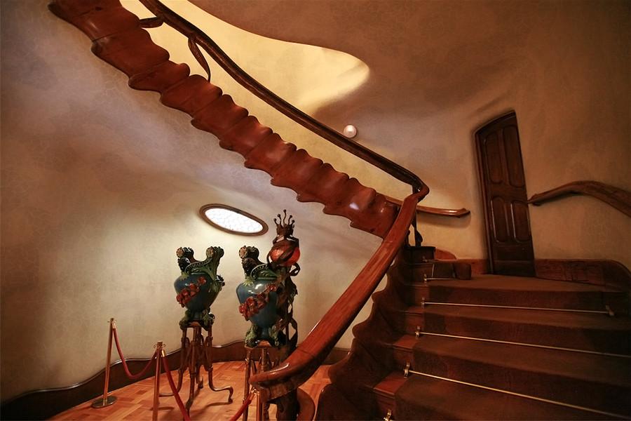Escalera de la Casa Batlló de Gaudí en Barcelona.