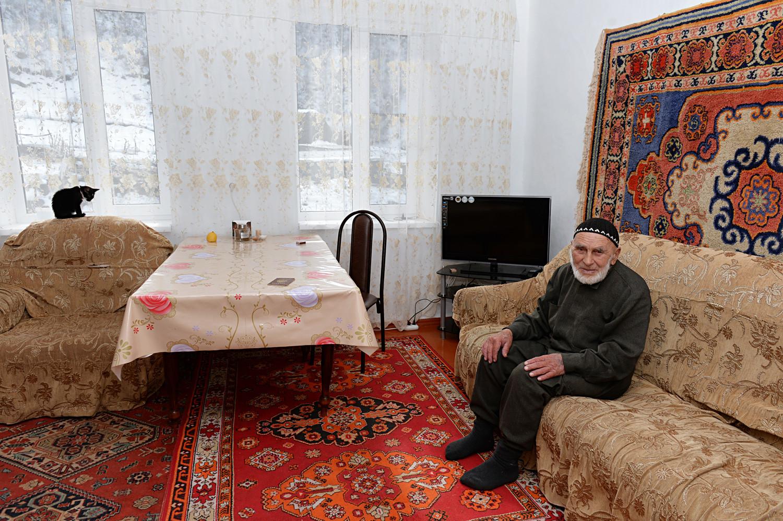 Апаз Илијев (118 година, рођен 1896) у кући у селу Гули, Џејрашки рејон, Ингушетија. 2016.