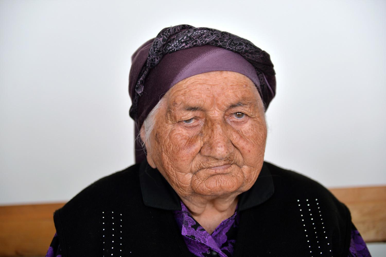 Rusija, Republika Kabardino-Balkarija, 17. srpnja 2017. Starica iz Kabardino-Balkarije Nanu Šaova u selu Zajukovo, Baksanski rajon. Šaova je napunila 127 godina i dospjela u