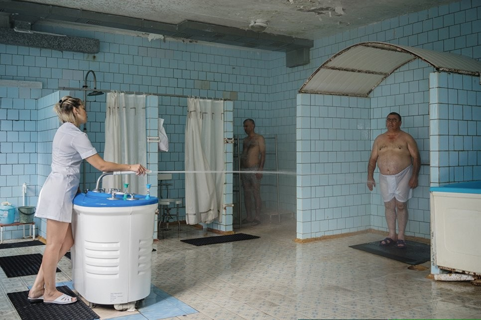 Dmitri Lukjanow: Dusche, Sanatorium