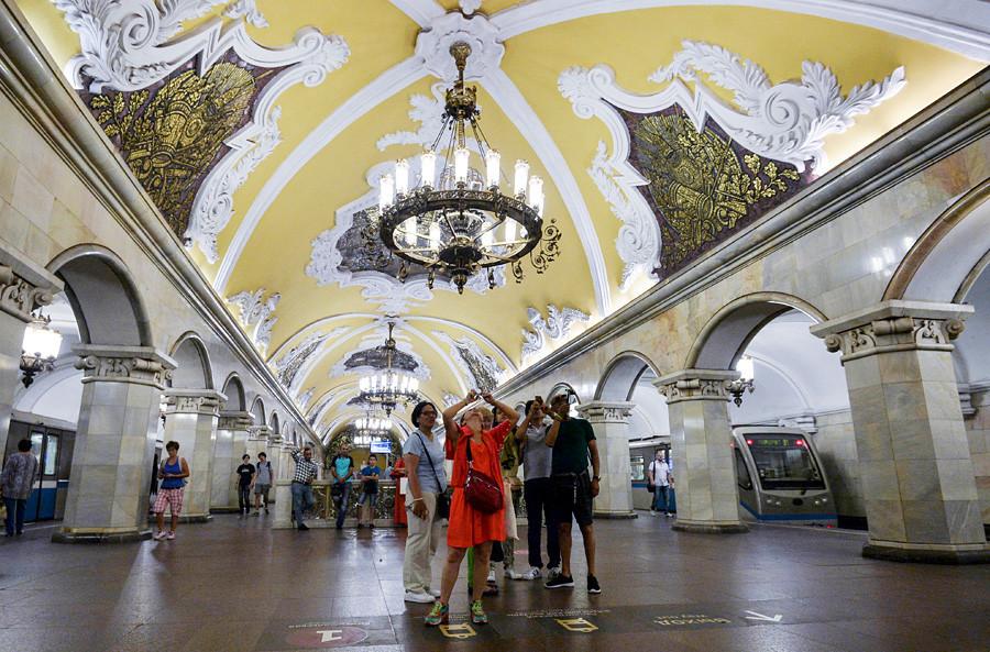 Stasiun Komsomolskaya Metro Moskow.