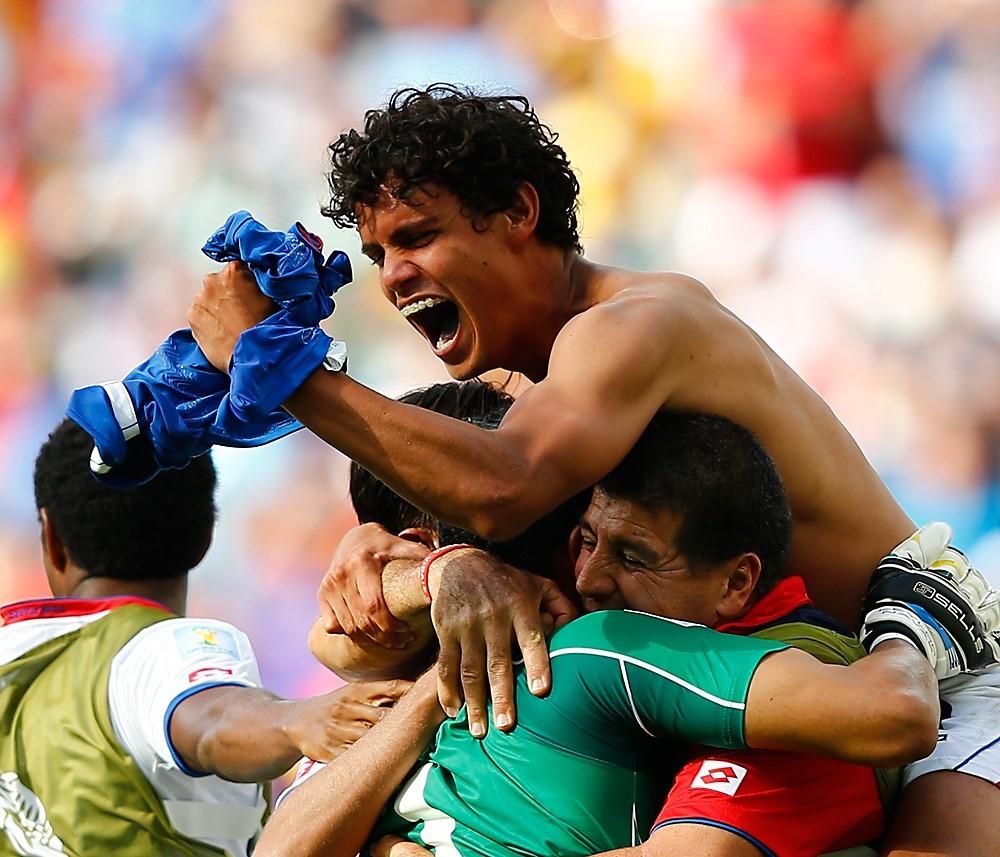 Nogometaš reprezentance Kostarike Jelcin Tejeda se veseli zmage nad Italijo na tekmi skupine D na svetovnem prvenstvu 2014, Recife, Brazilija, 20. 7. 2014.