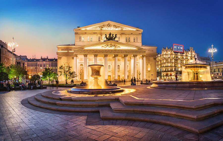 The Bolshoy Theater, seen from Teatralnaya Ploshhad