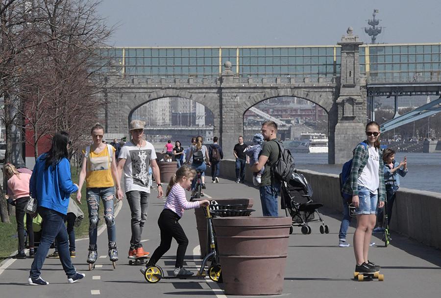 Frunzenskaya Embankment