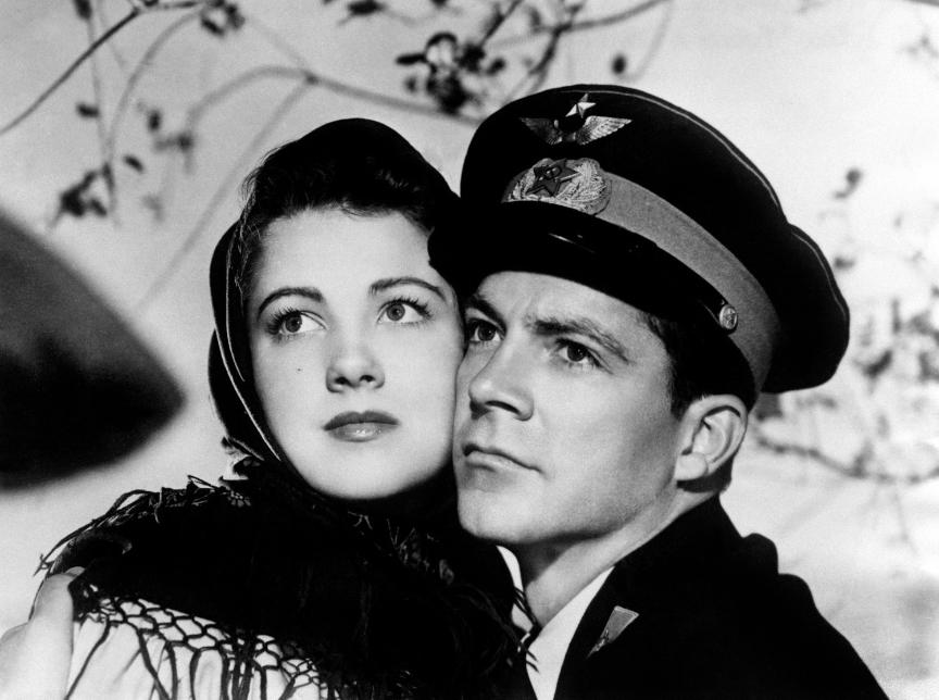 Igralka Anne Baxter in igralec Dana Andrews v filmu Severna zvezda, 1943.