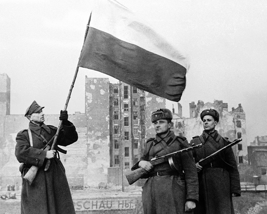 Soldiers of Polish People's Army (left with flag) and Soviet Army (right) raising a flag in liberated Warsaw. 17.01.1945