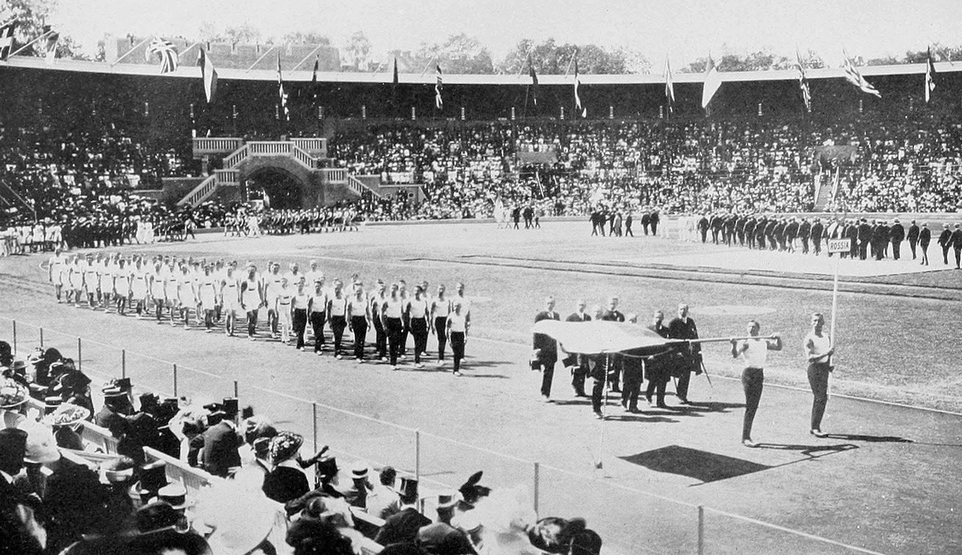 Atletas rusos en la Ceremonia de la inauguración de los Juegos Olímpicos de 1912.
