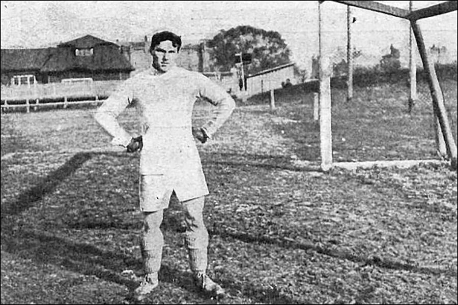 El portero Lev Favorski que recibió 16 goles en el partido contra Alemania.