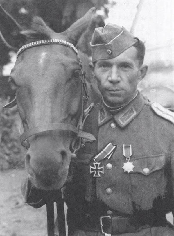 Poveljnik 1. donskega polka, nosilec železnega križca I. reda.