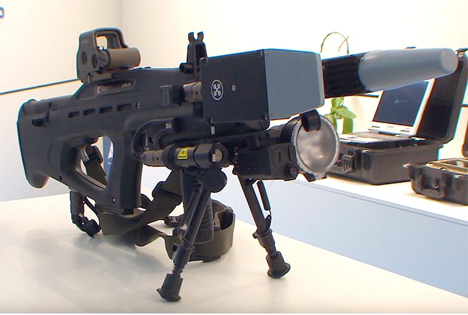 Elektromagnetno orožje REX-1 proti brezpilotnim letalom je bilo prvič postavljeno na ogled na sejmu Armija 2017.