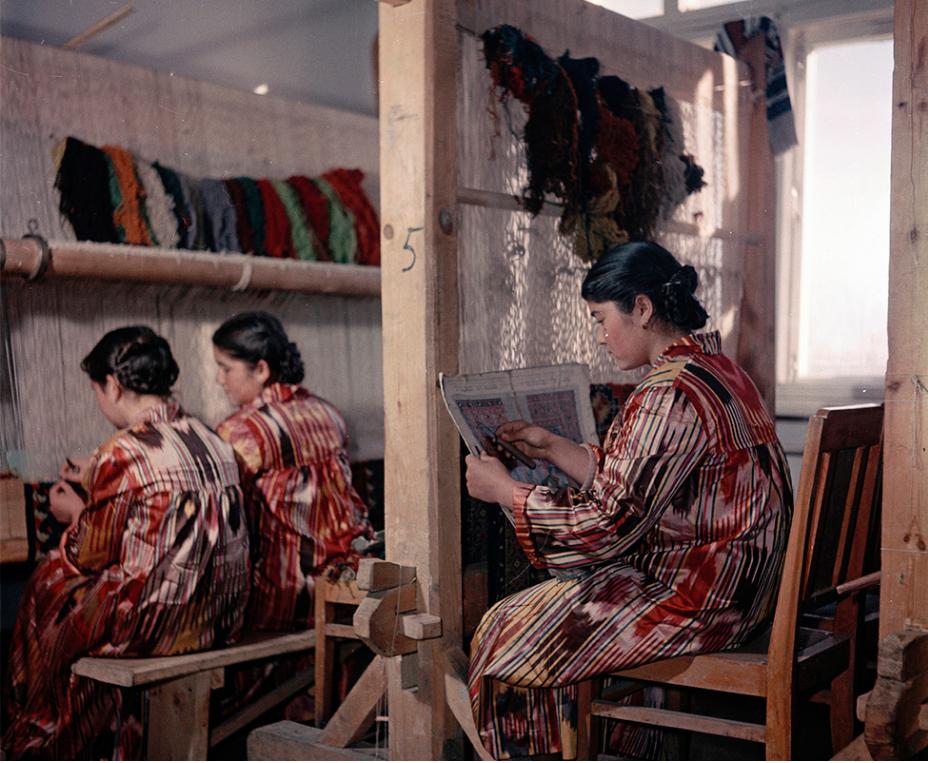 Šola tradicionalnega uzbeškega tkanja v Taškentu, prestolnici takratne Uzbeške SSR