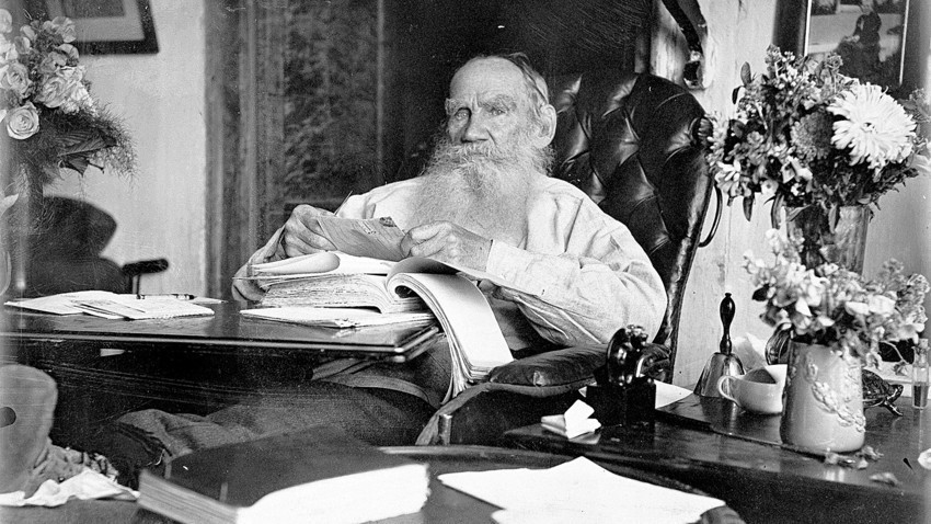 Лев Толстой на осемдесетия си рожден ден.