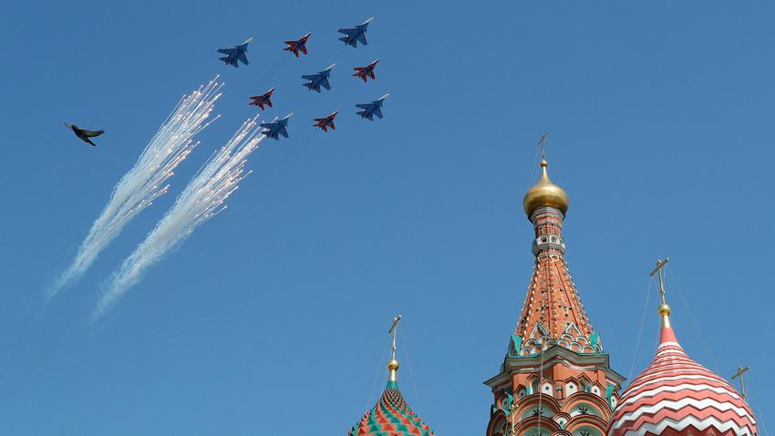 МиГ-29 и Су-30 над Црвениот плоштад