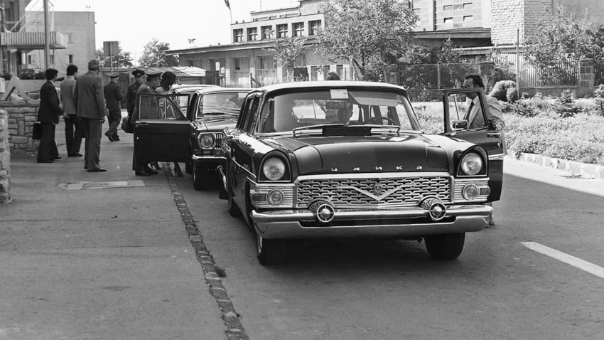 O carro de Leonid Brejnev, do modelo Tchaika.