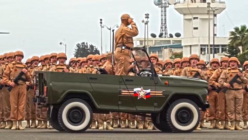 Воената парада во воздухопловната база Хмејмим