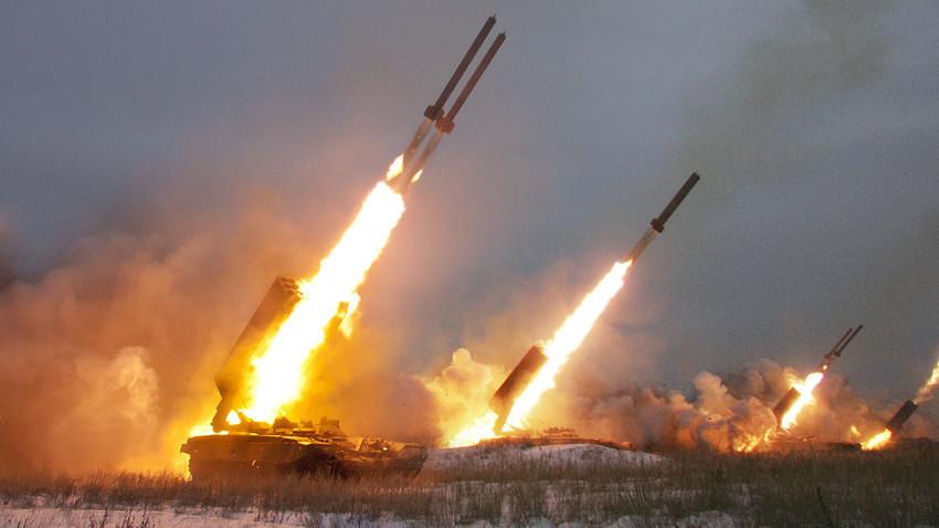 """Повеќецевни ракетни фрлачи ТОС-1А """"Сонцепјок""""."""