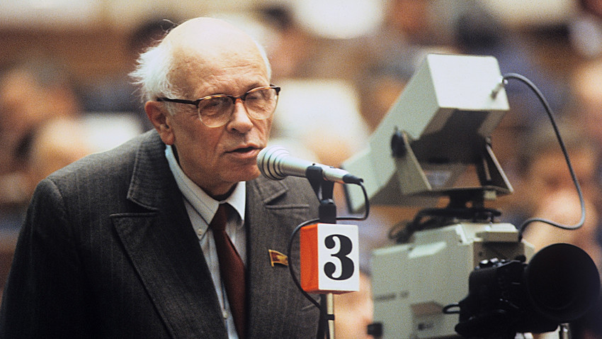 Academician Andrei Sakharov, People's Deputy of the U.S.S.R. and a winner of the Nobel Peace Prize, at the 1st Congress of People's deputies, Grand Kremlin Palace.