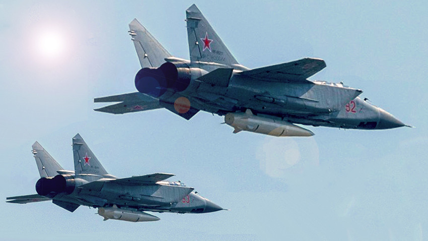 "Lovci-presretači MiG-31K naoružani hiperzvučnim raketama ""Kinžal"""