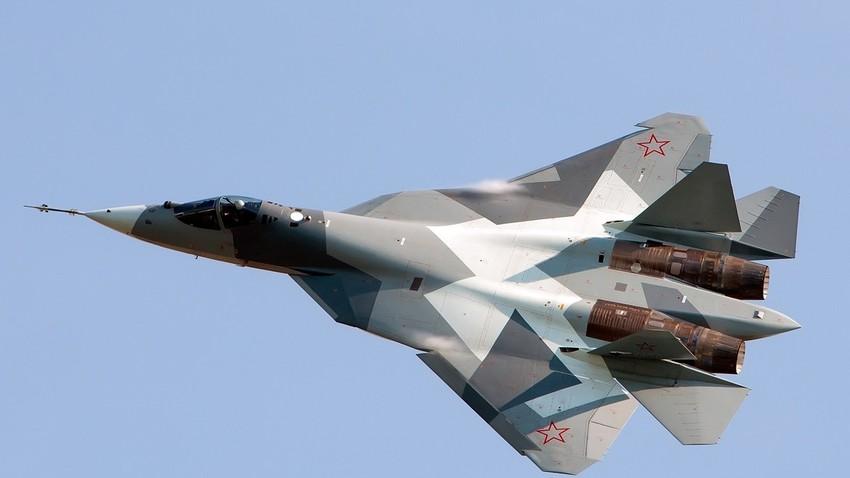 Su-57 na salonu MAKS-2011.