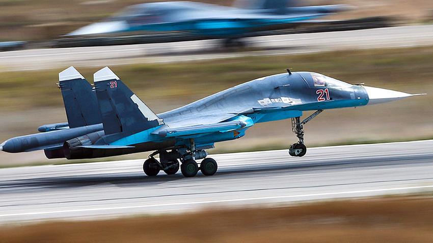 Тактическият изтребител-бомбардировач Су-34