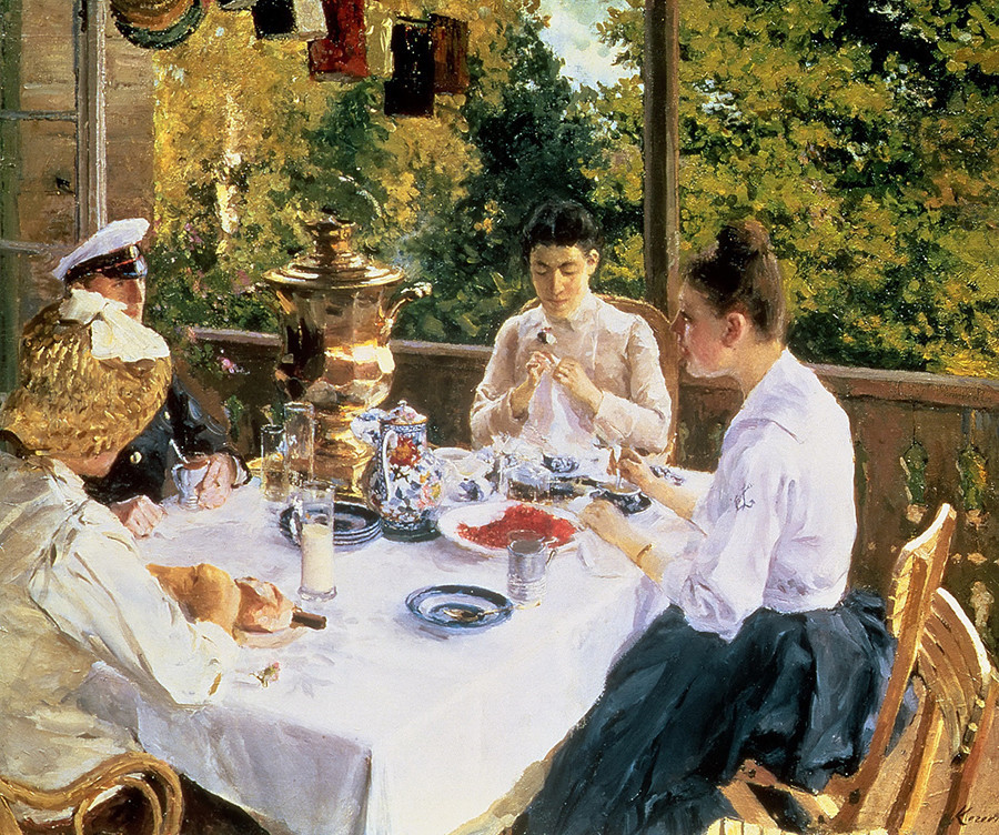 """À mesa de chá"" de Konstantin Korovin, 1888"