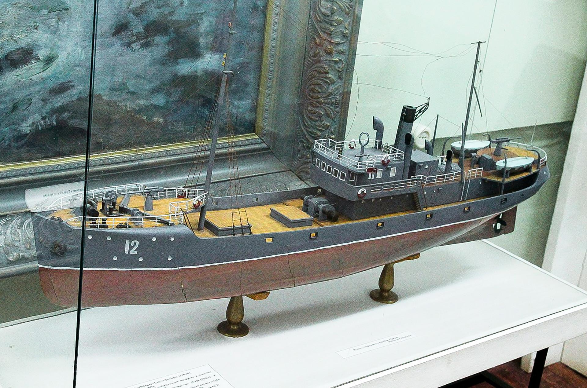 Model patruljnega čolna Tuman