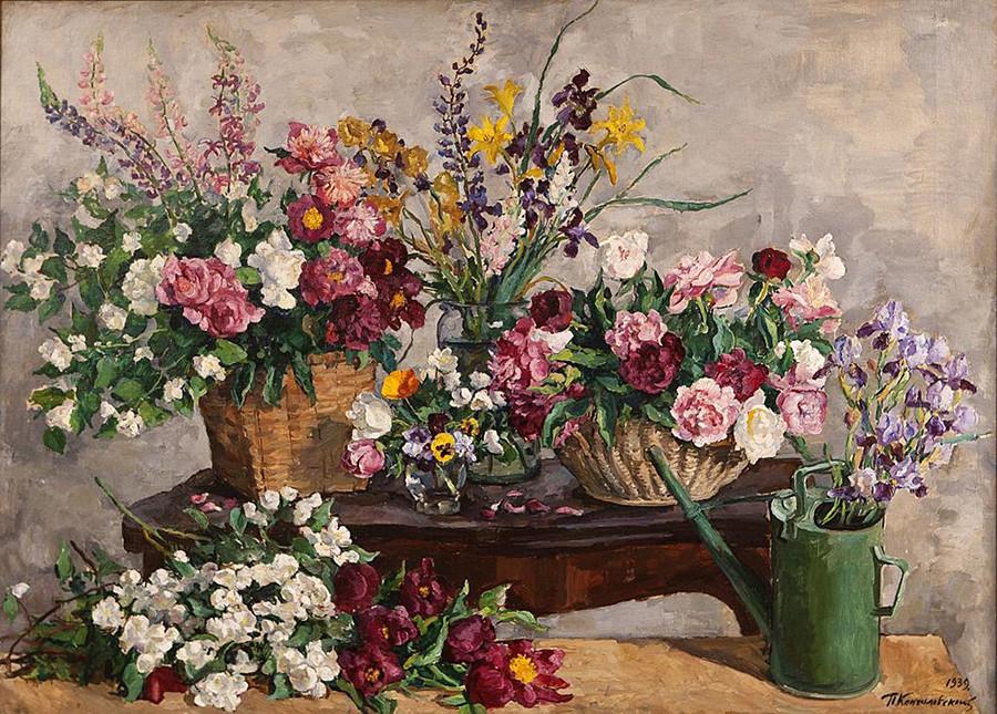 Fleurs variées (nature morte avec des fleurs et un arrosoir)