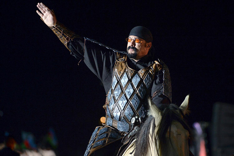 Prema nekim medijskim napisima, Seagal razmišlja o snimanju filma o Džingis-kanu u Rusiji.