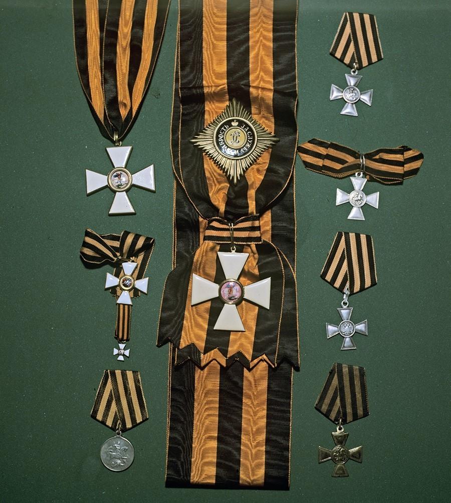 Medalje in značke sv. Jurija, razstava starih odlikovanj.