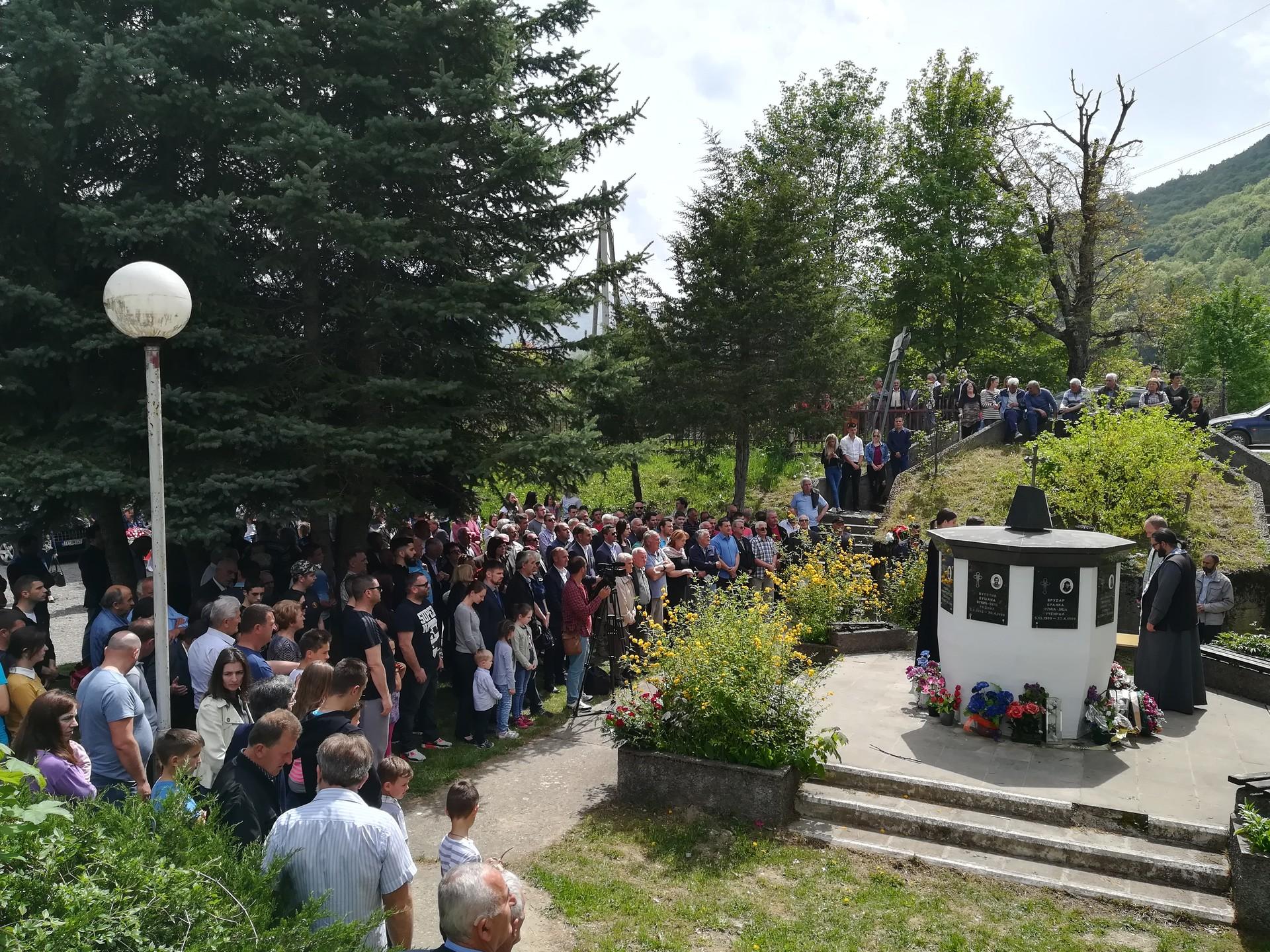 Грађани Мурина на парастосу 30. април 2018.