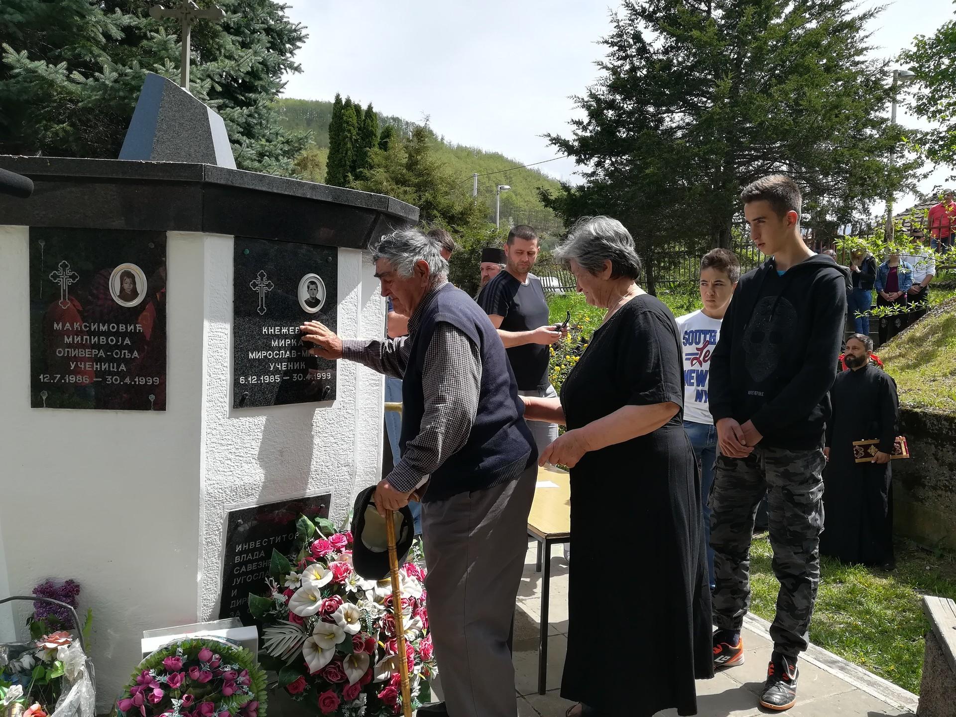Отац и мајка страдалог Мирослава Кнежевића