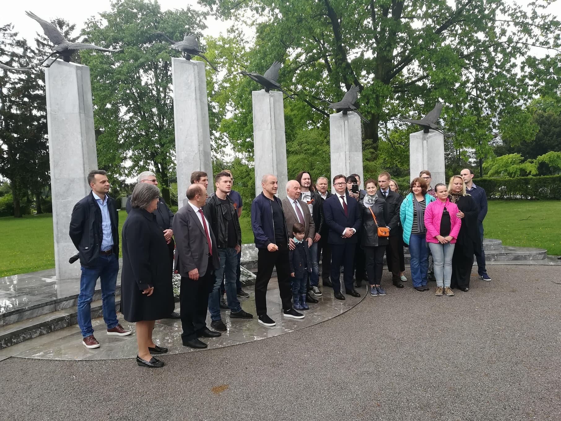 Počastitve padlih vojakov se je skupaj z zborovodjo udeležila tudi delegacija ruske ambasade na čelu z veleposlanikom Ruske federacije Dokujem Zavgajevim.