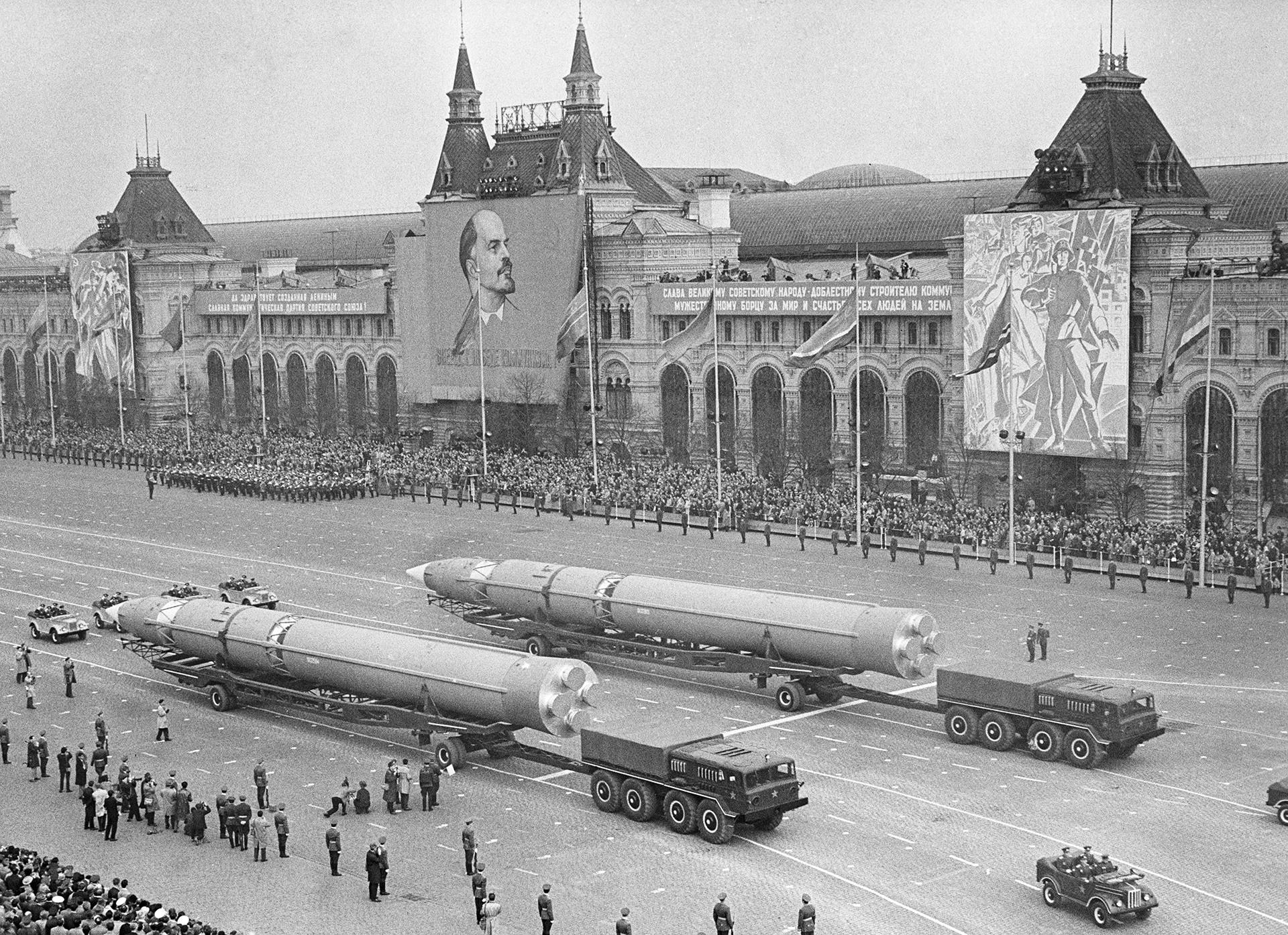 Военен парад на Червения площад за 20-годишнината от победата във Великата отечествена война (1941 - 1945)