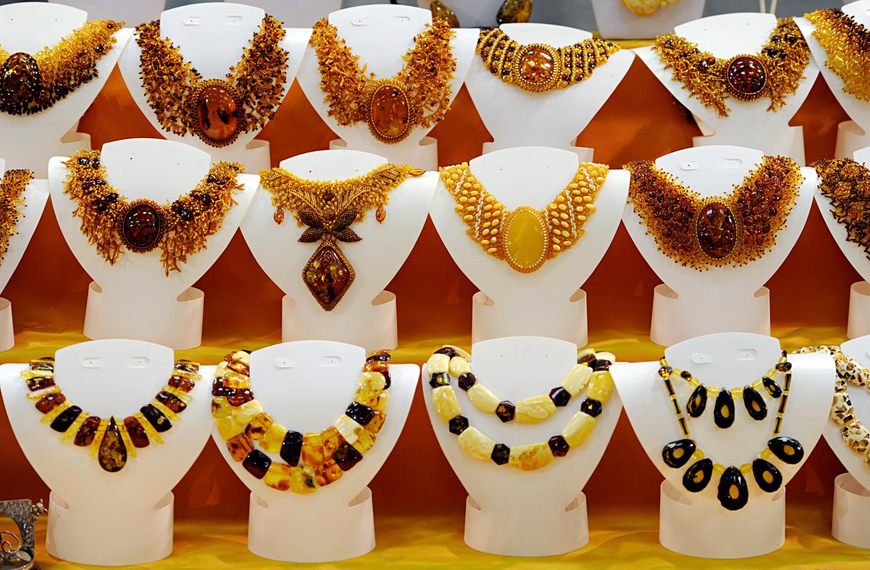 Una gran variedad de collares de ámbar.