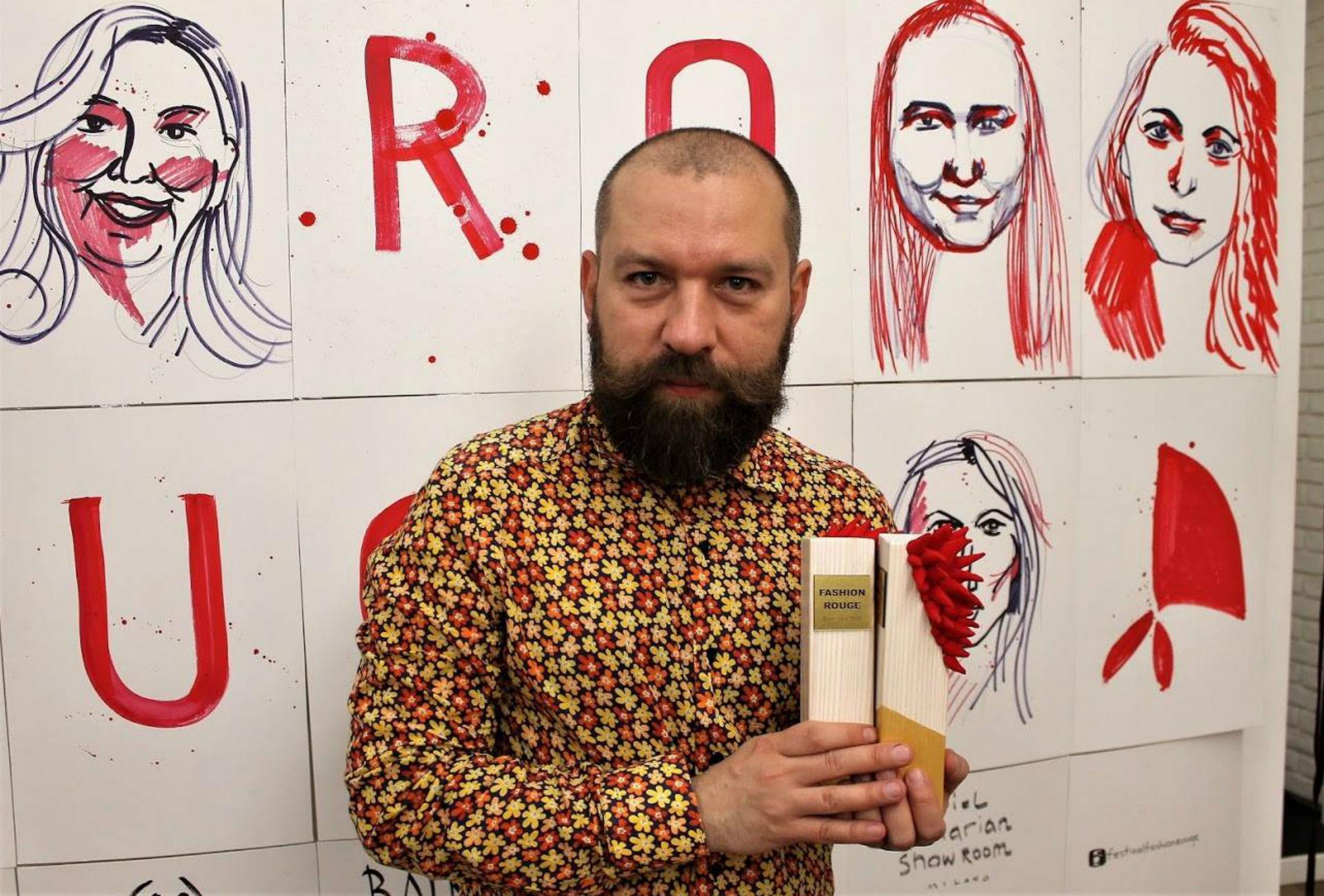 Andrey Andreev-Arton. Le prix a été créé et fabriqué à Kiev par la créatrice ukrainienne Olga Radionova.