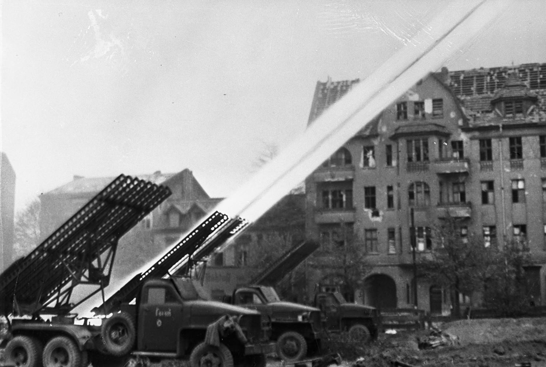 Lançadores Katiucha em Berlim em 29 de abril de 1945, durante a Segunda Guerra Mundial.