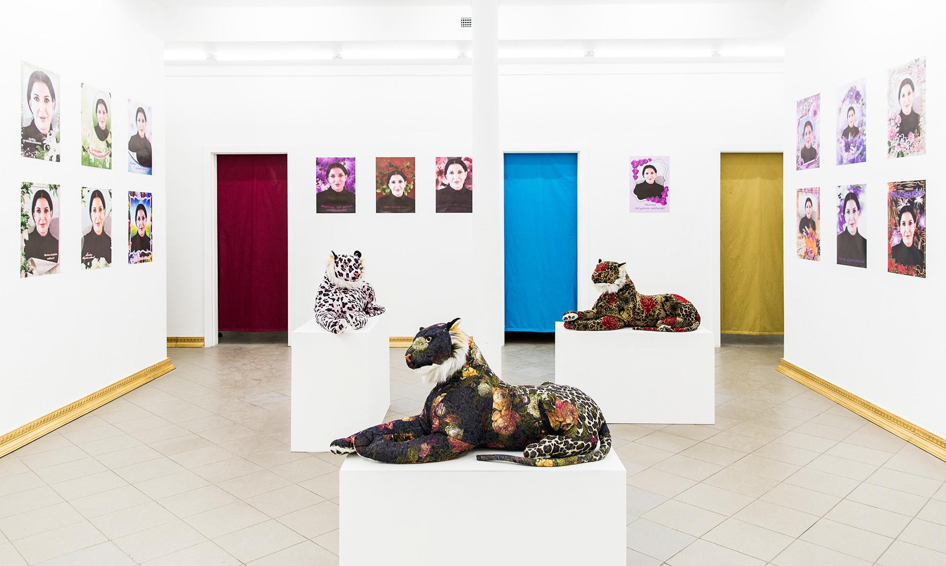 """Exposición """"Barroco de Azerbaiyán"""", obra de Farjad Farzalíev."""