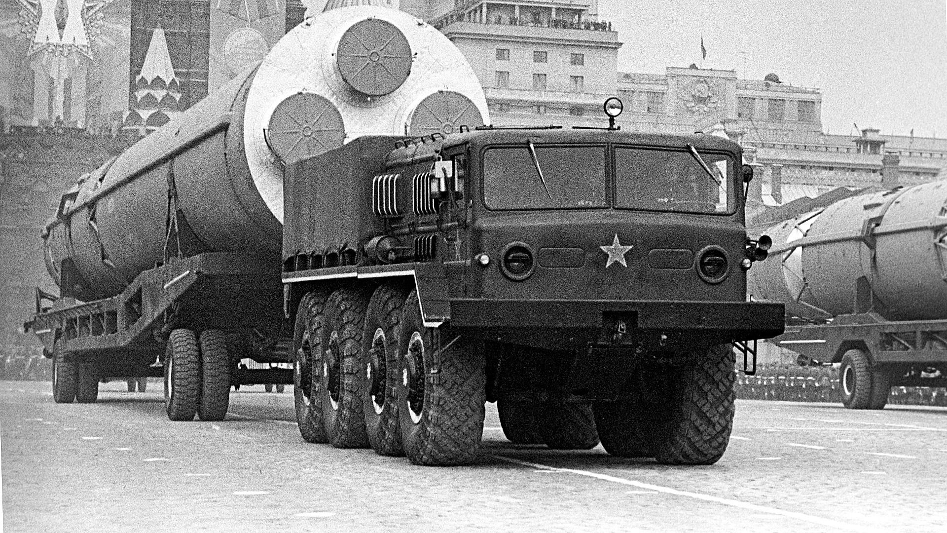 Parada do Dia da Vitória em 1965.