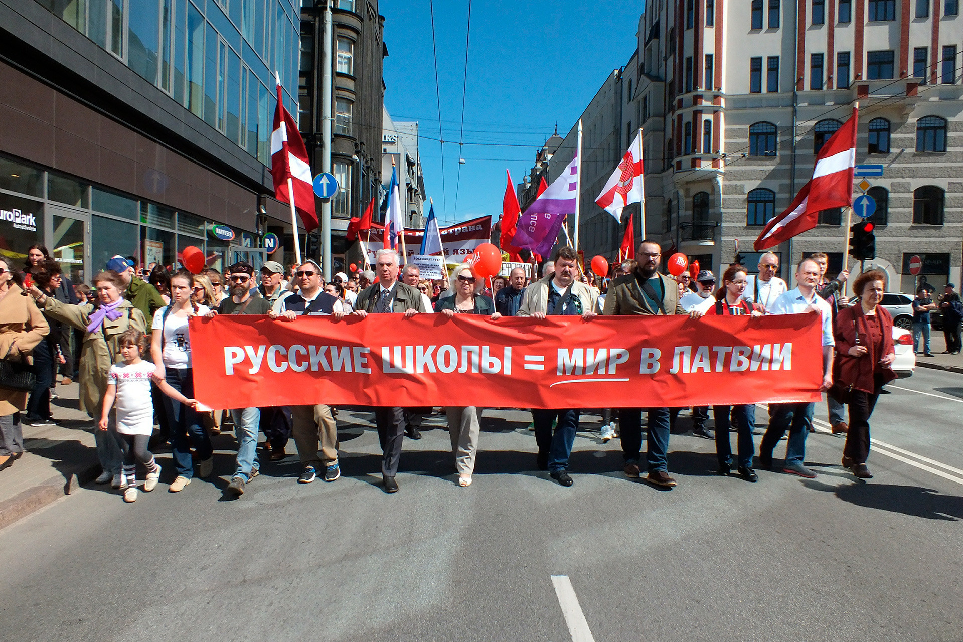 Protesta en Riga contra la implantación del letón como lengua exclusiva de la educación. 1 de mayo de 2018.
