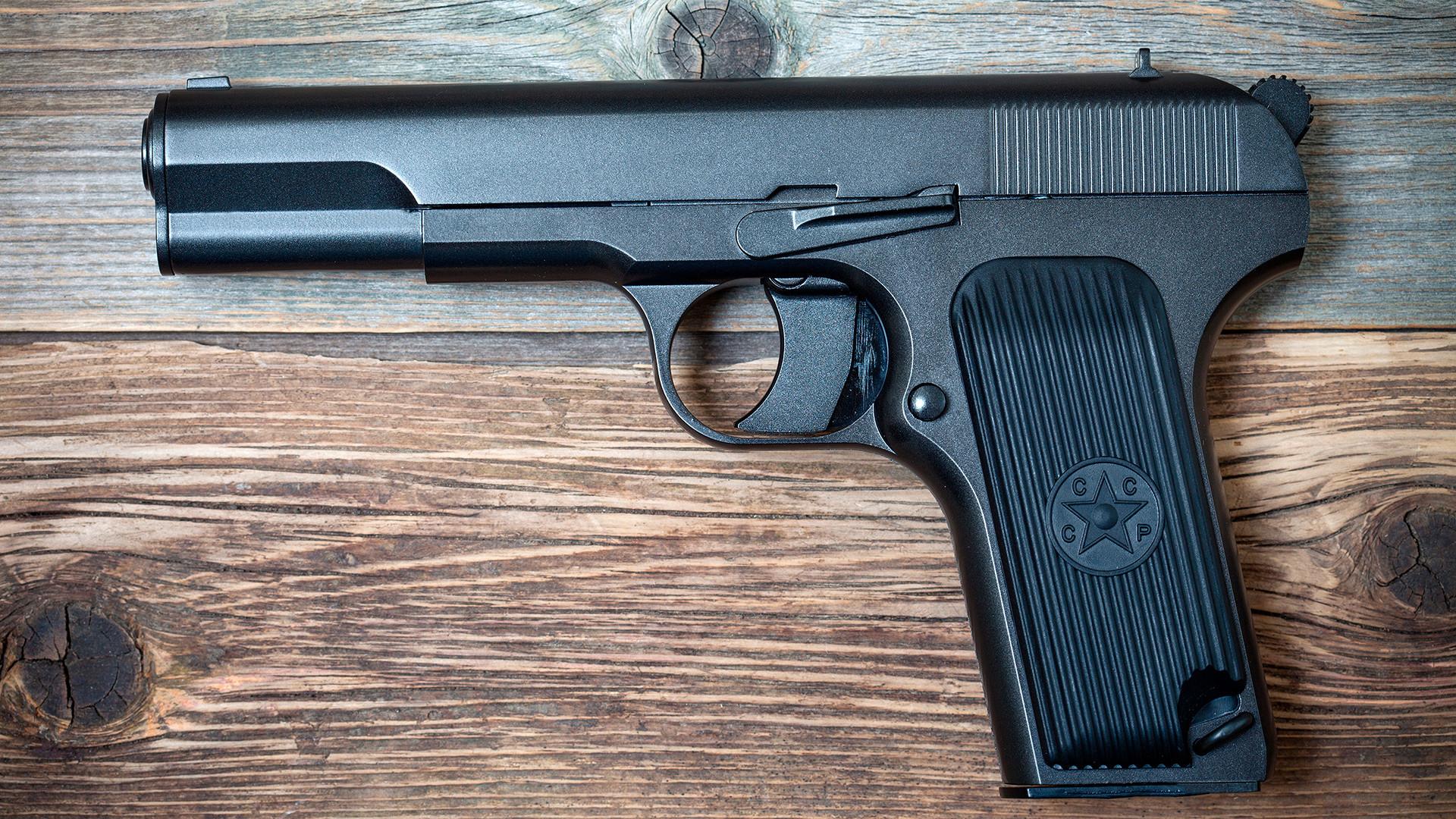La pistola TT-30 contaba con los potentes cartuchos de 7,62 x 25 que salían de la pistola a 420 m/s.