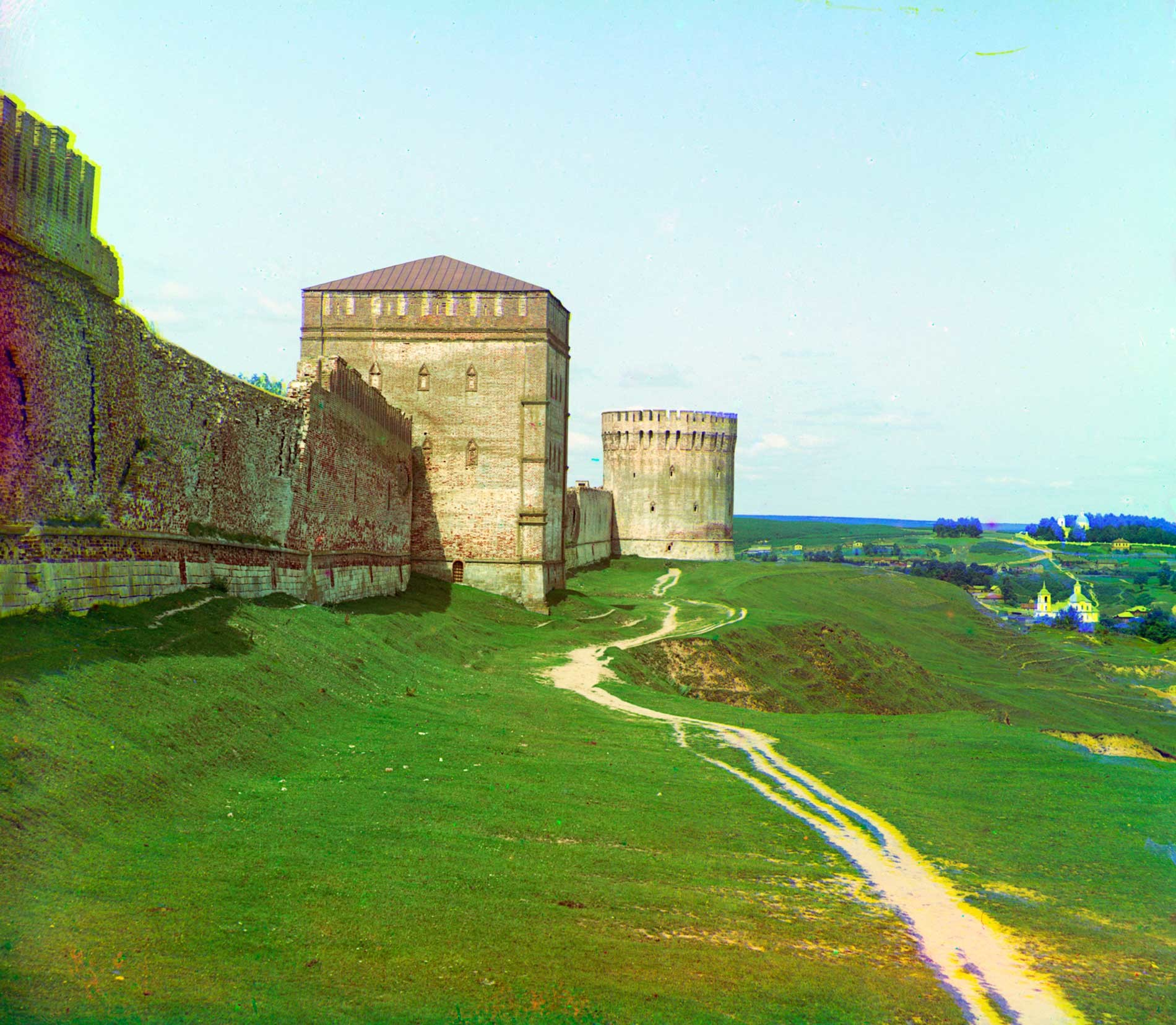 Smolensk citadel. East wall with Avraamy and Eagle (Oryol) Towers. East façade. Summer 1912