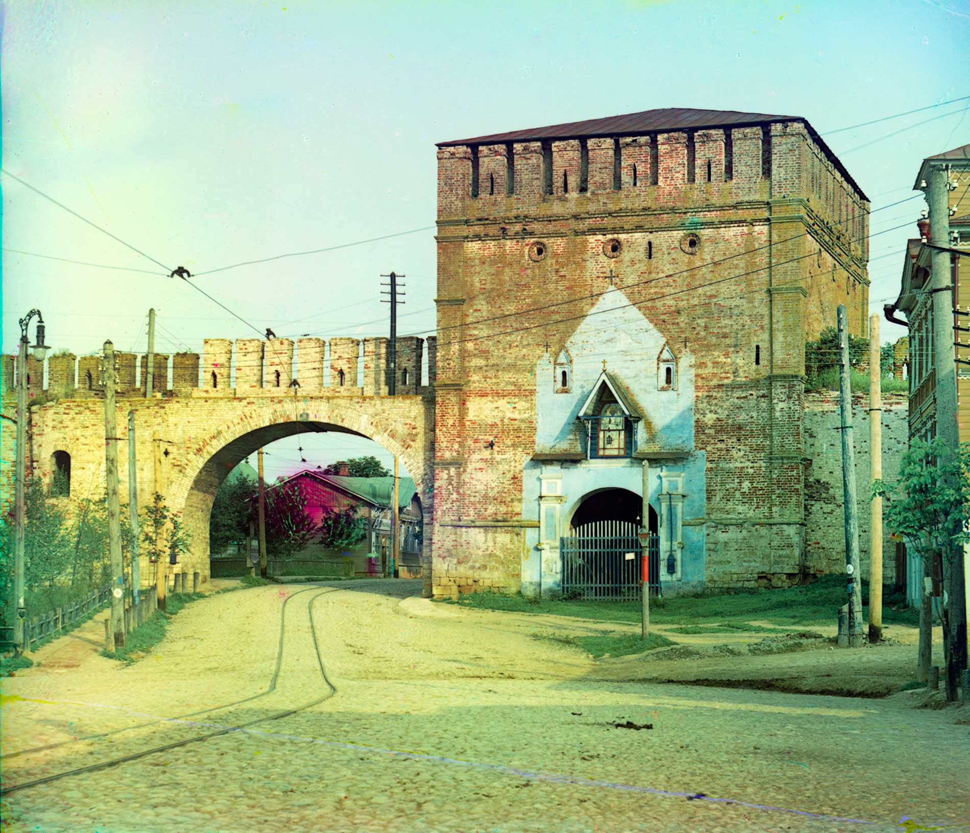 Smolensk citadel. St Nicholas Gate and Tower, with tram line. Summer 1912