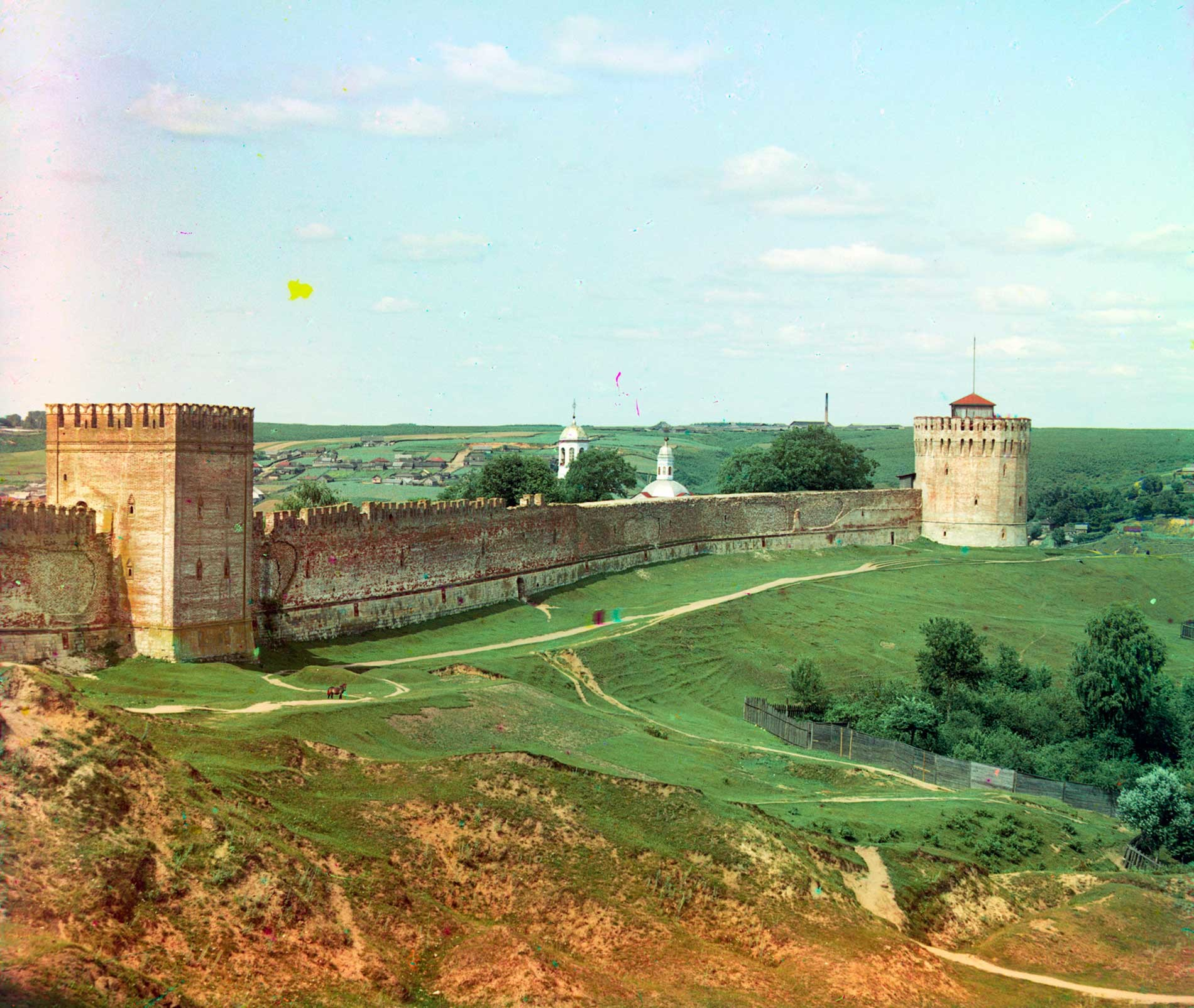 Smolensk citadel. East wall with Veselukha and Pozdniakov Towers. East façade. Summer 1912