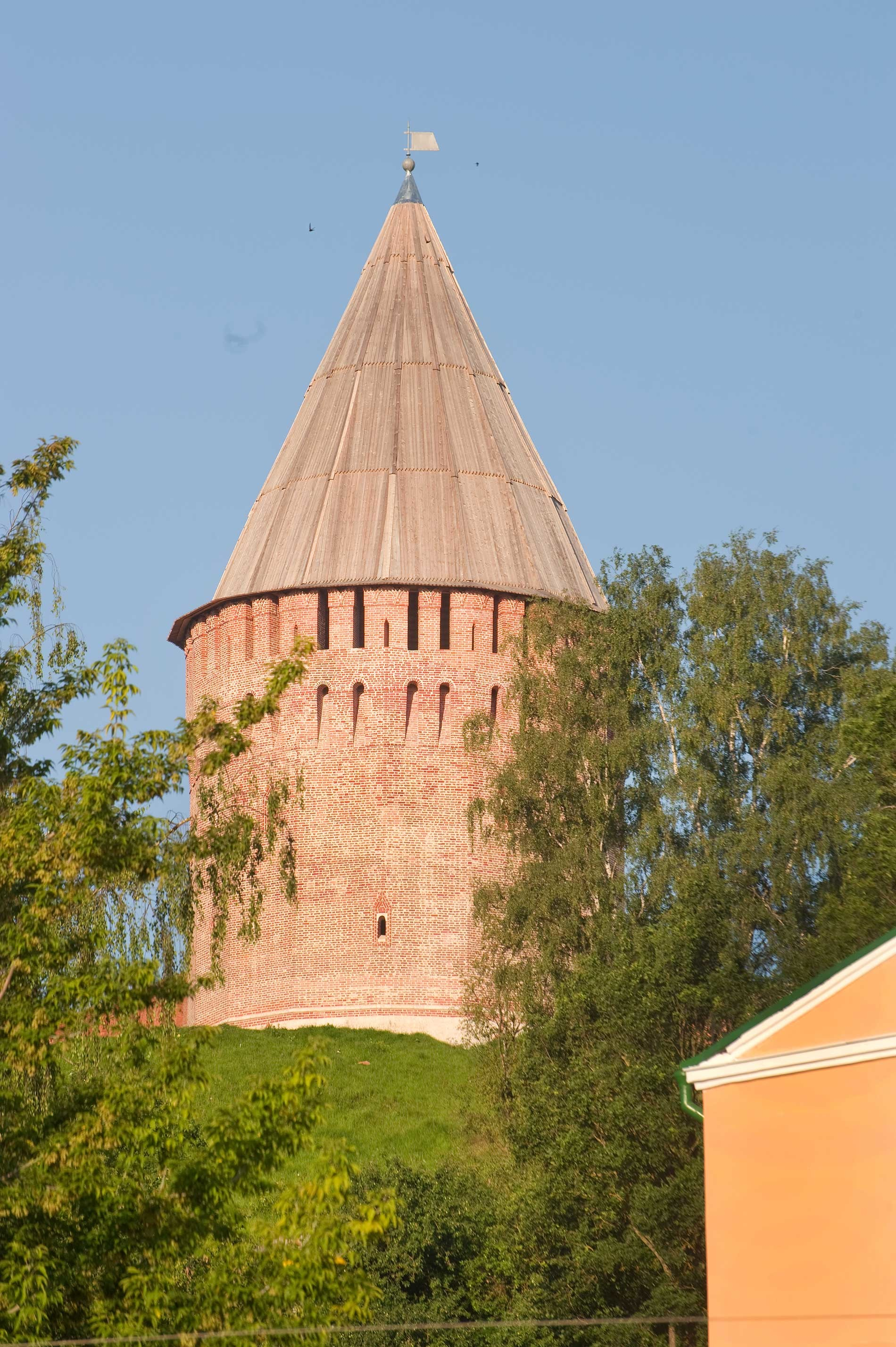 Smolensk citadel, northeast corner. Veselukha Tower, northeast view.  July 1, 2014
