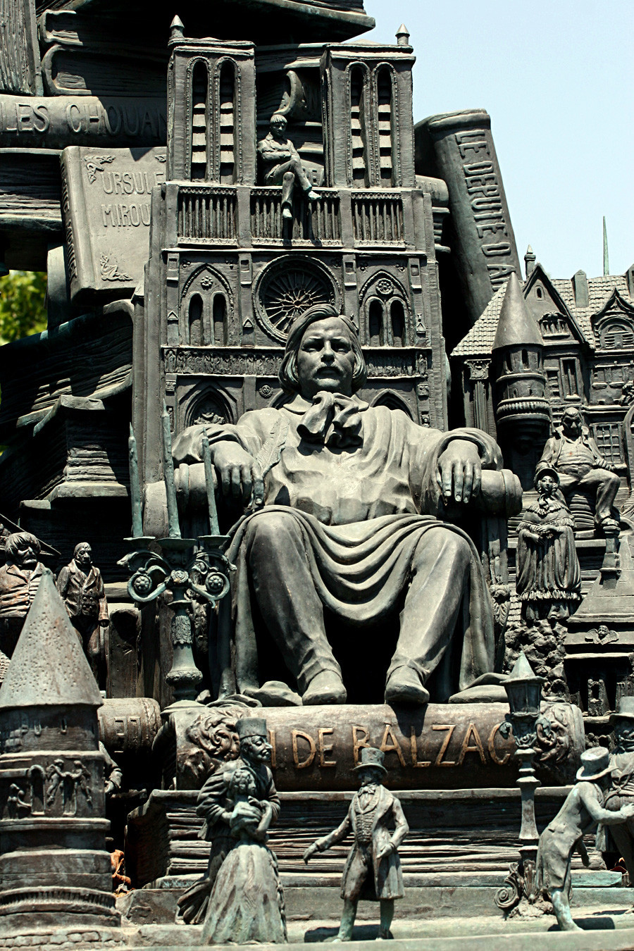 Паметникът на Оноре дьo Балзак.