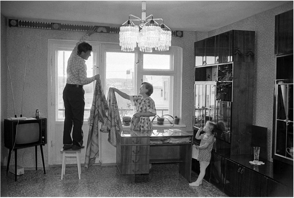 Po perestrojki so si številni Sovjeti prizadevali pridobiti lastninsko pravico do stanovanj.