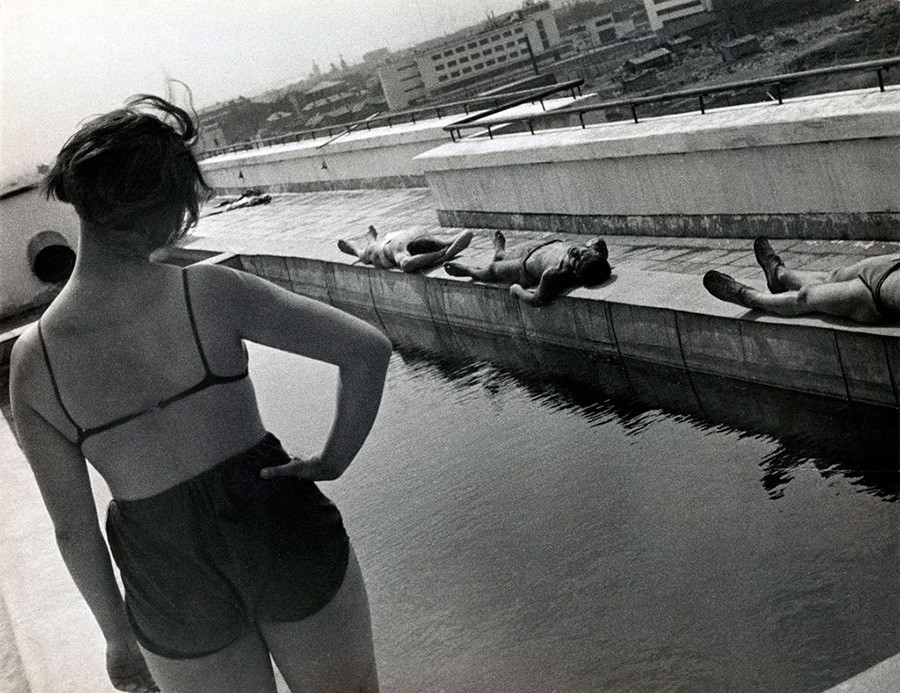 Gymnastics on the roof of a dorm in Lefortovo. This photo by Alexander Rodchenko was taken in 1932, but it perfectly captures the 1920s aesthetics.