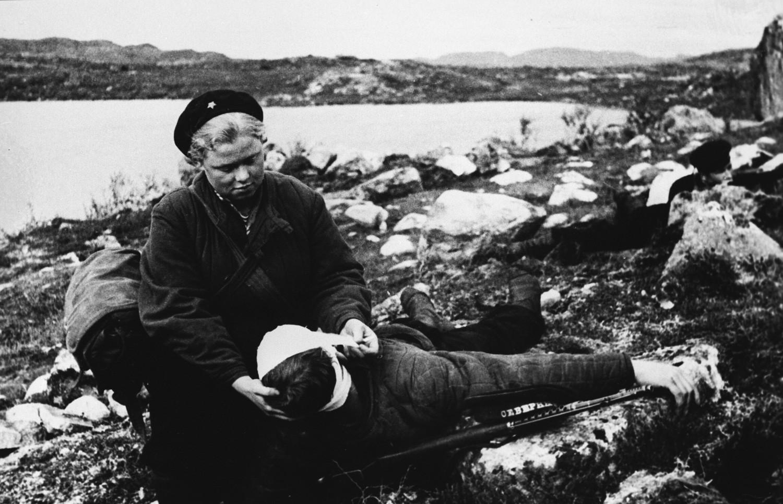 La Grande Guerre patriotique (1941-1945). L'infirmière Nina Bourakova a sauvé la vie de 150 soldats blessés sur le champ de bataille.