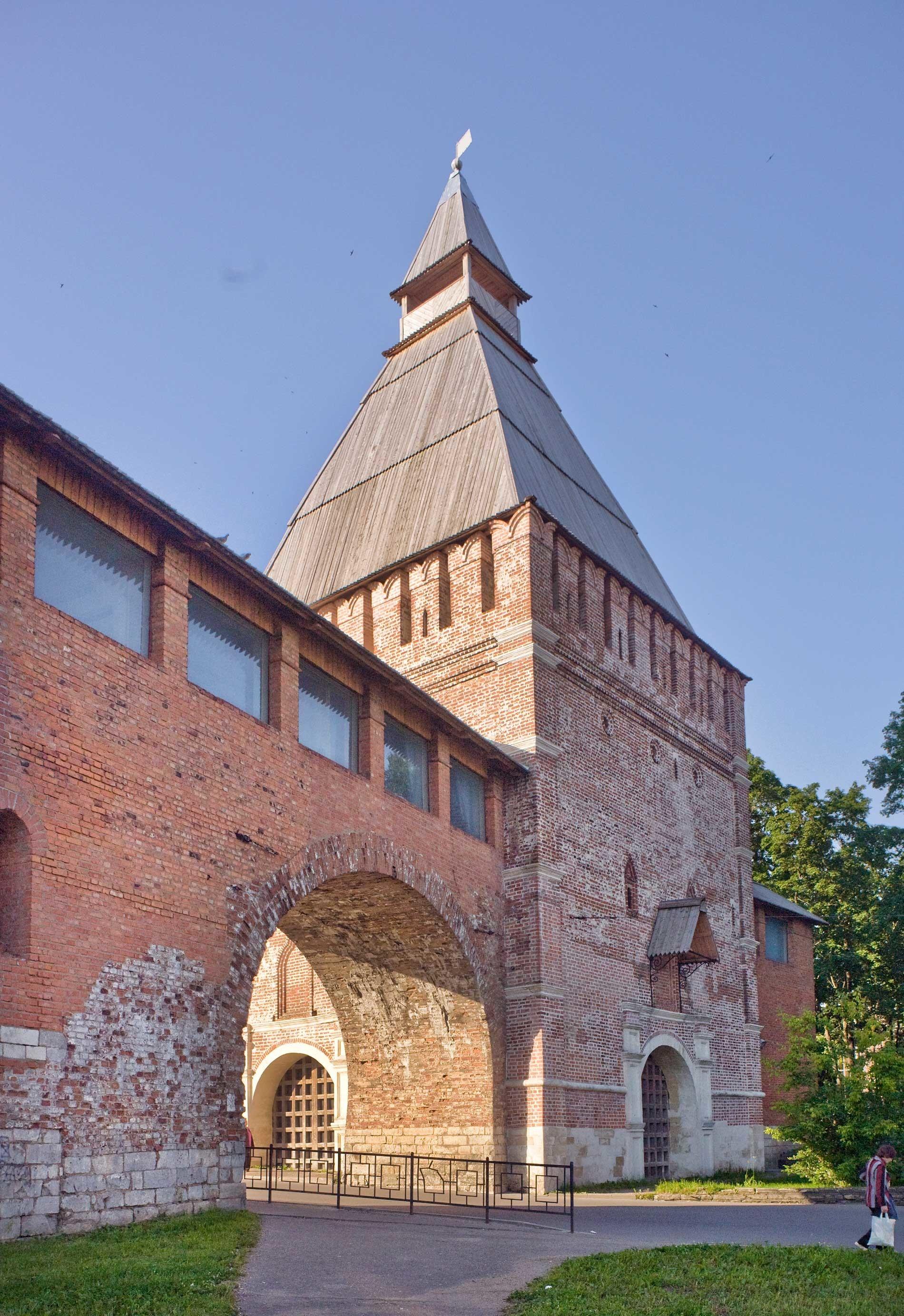 Ciudadela de Smolensk. Puerta y Torre de San Nicolás. 1 de julio de 2014.